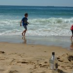 Lakelan and Jyedon Goard on the beach with their message in a bottle